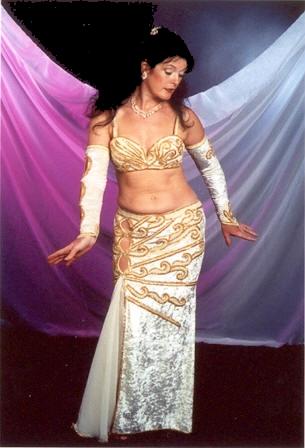 danse orientale - Page 2 Nuriyya